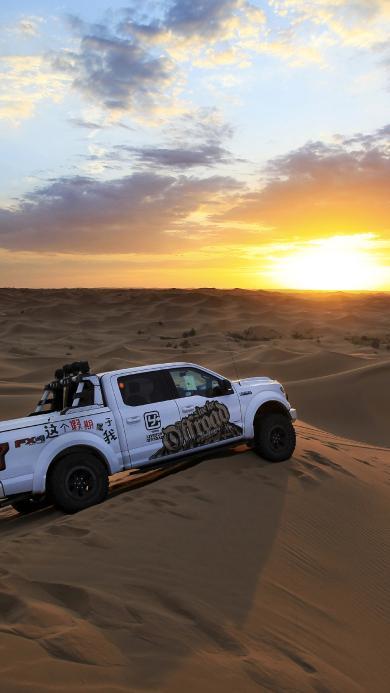 越野 山地 汽车 旅行 沙漠 行驶