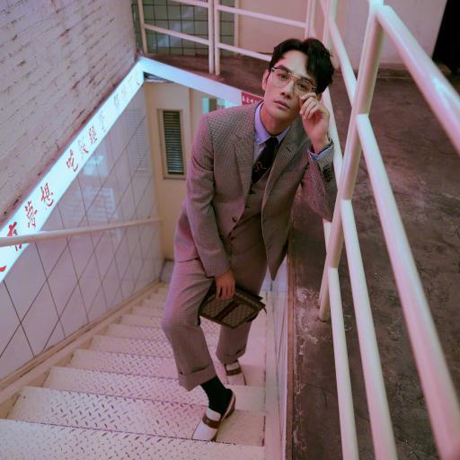 王凯 演员 明星 艺人 写真 楼梯