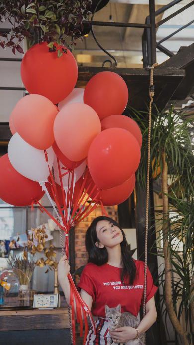 高圆圆 演员 明星 艺人 红色 气球