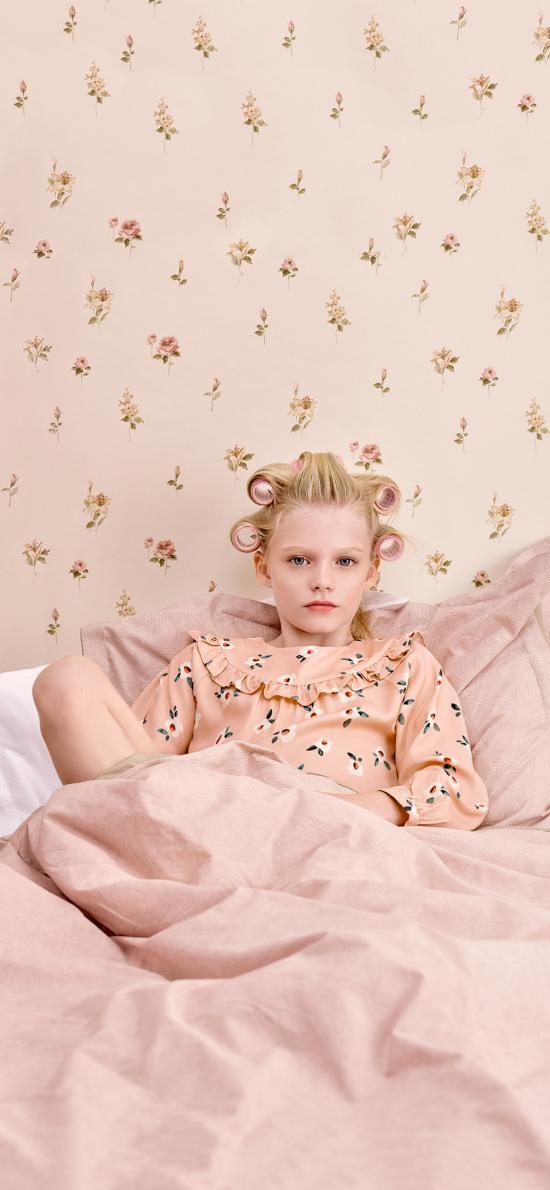 小女孩 欧美 童模 儿童 粉色 床