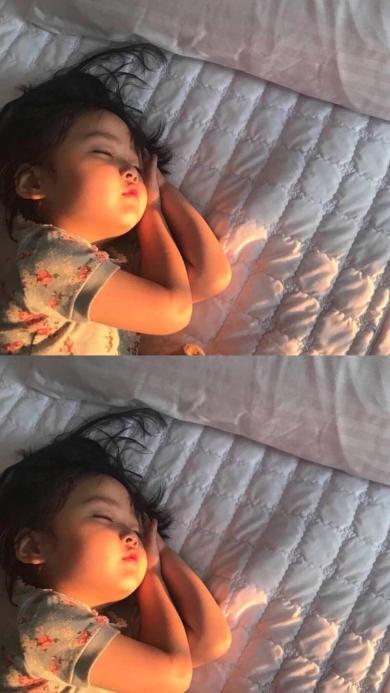 小女孩 睡觉 肉脸 可爱