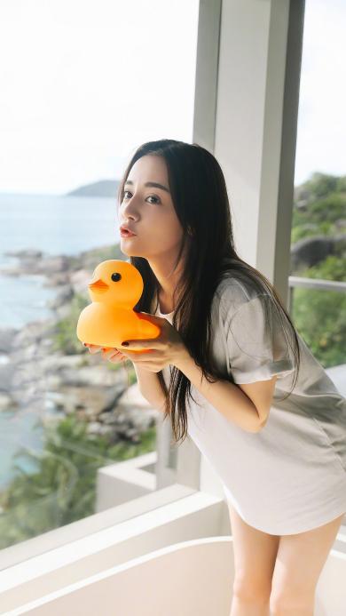 迪丽热巴 演员 明星 艺人 小黄鸭 胖迪