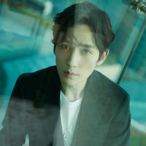 朱一龙 演员 明星 艺人 写真 玻璃