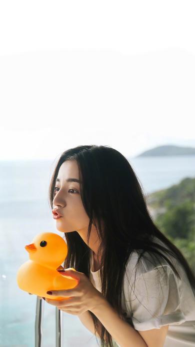 迪丽热巴 演员 明星 艺人 小黄鸭 嘟嘴 胖迪