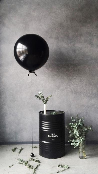静物 CHANEL 汽油桶 黑气球 绿植