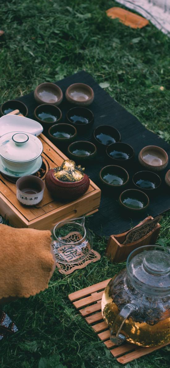 茶具 瓷器 茶水 草地