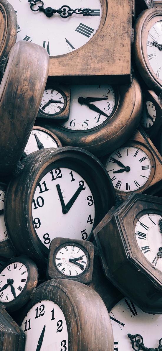 时钟 行走 老旧 堆积
