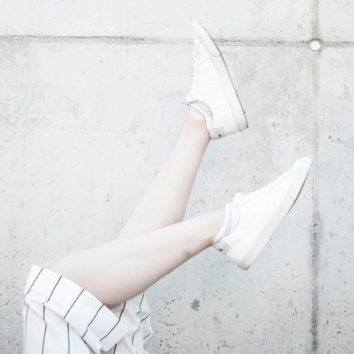 美腿 特写 部位 小白鞋