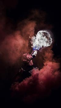 杂耍 表演 欧美型男 喷火