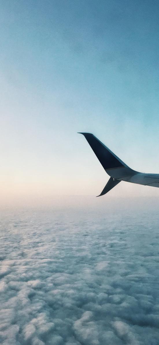 飞机 尾翼 高空 机翼