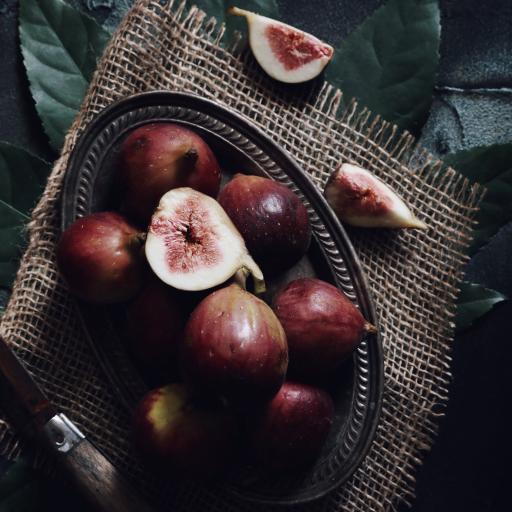 盘子 水果 无花果 切开