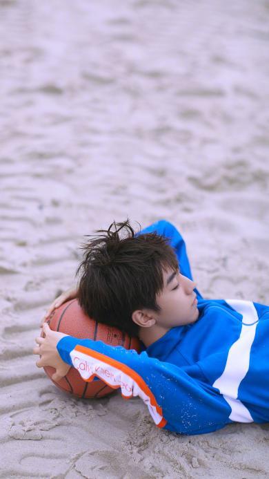 王俊凯 tfboys 歌手 演员 沙滩 篮球 明星