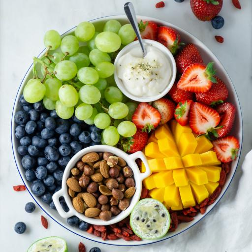 水果 拼盘 芒果 坚果 葡萄 草莓