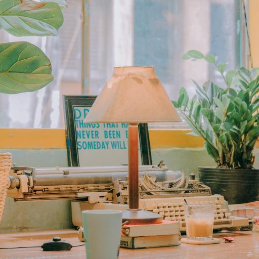 桌面 台灯 打字机 台面 静物