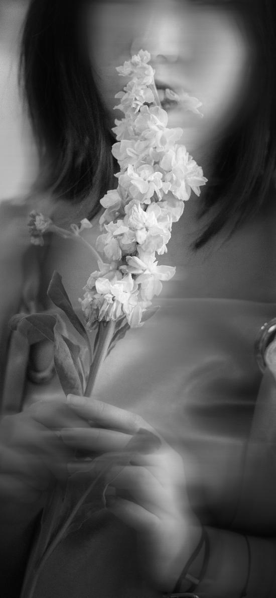 女孩 鮮花 黑白 重影