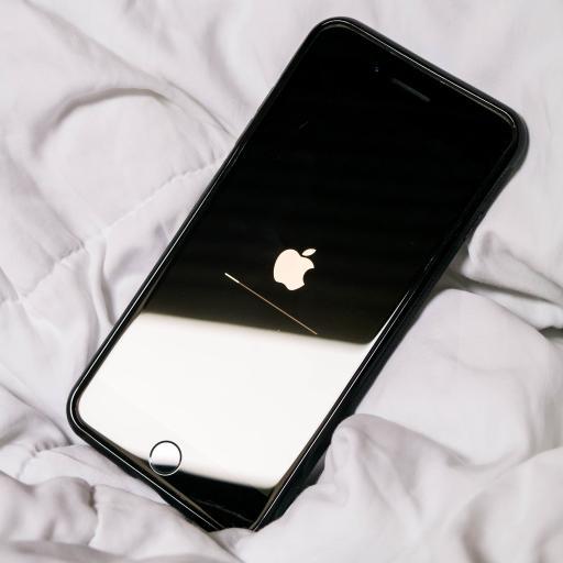 iPhone 手机 苹果 升级 黑白