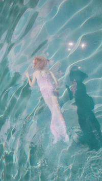 游泳 泳池 蓝色 女孩 泳衣 运动 波纹