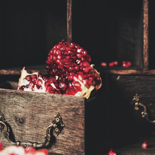 木箱 水果 石榴 红宝石