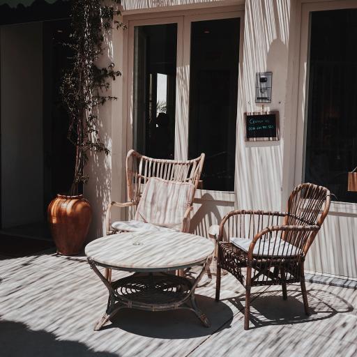 庭院 桌椅 藤椅 阳光