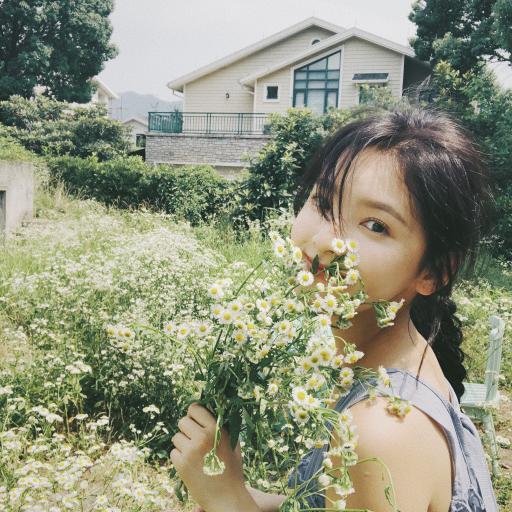 章若楠 演员 网红 明星 艺人 小清新 花束