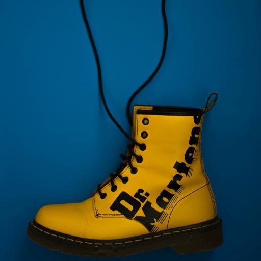 靴 鞋子 绑带 马丁靴