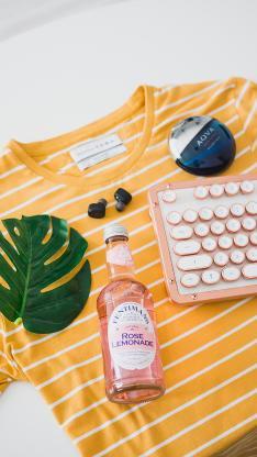 酒瓶 键盘 服装 龟背竹 静物