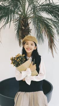 章若楠 演员 网红 明星 艺人 笑容 花束