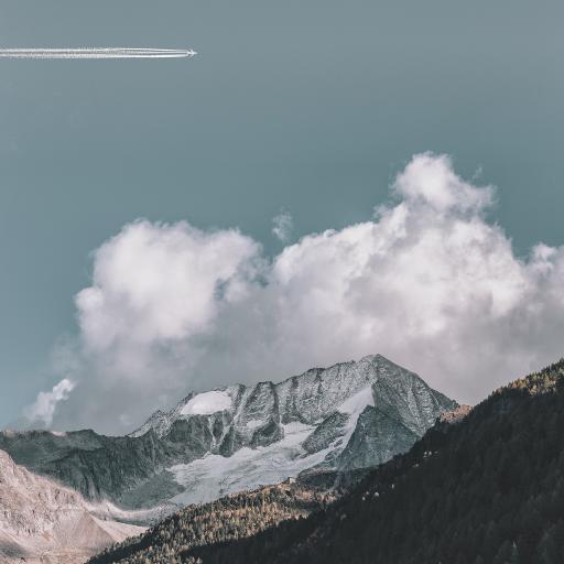 自然美景 天空 飞机 山峰 植被