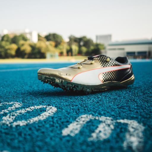 钉鞋 运动 球鞋 田径 球场 跑道