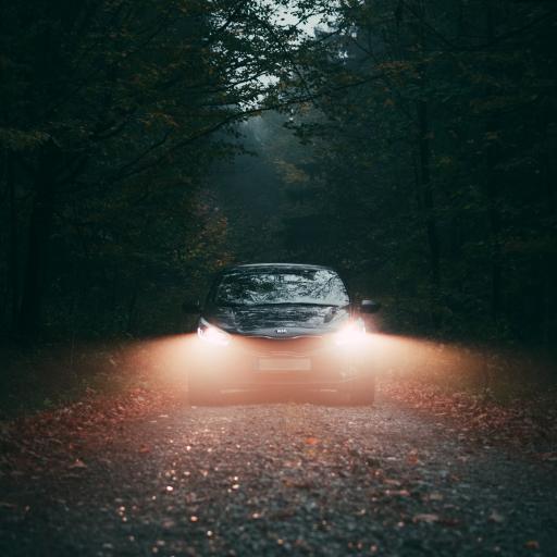 汽车 户外 车灯 行驶