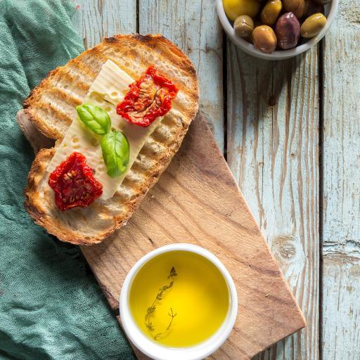面包 茶水 奶酪 案板