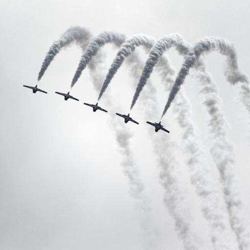 飞机 喷雾 演练 灰白 尾气