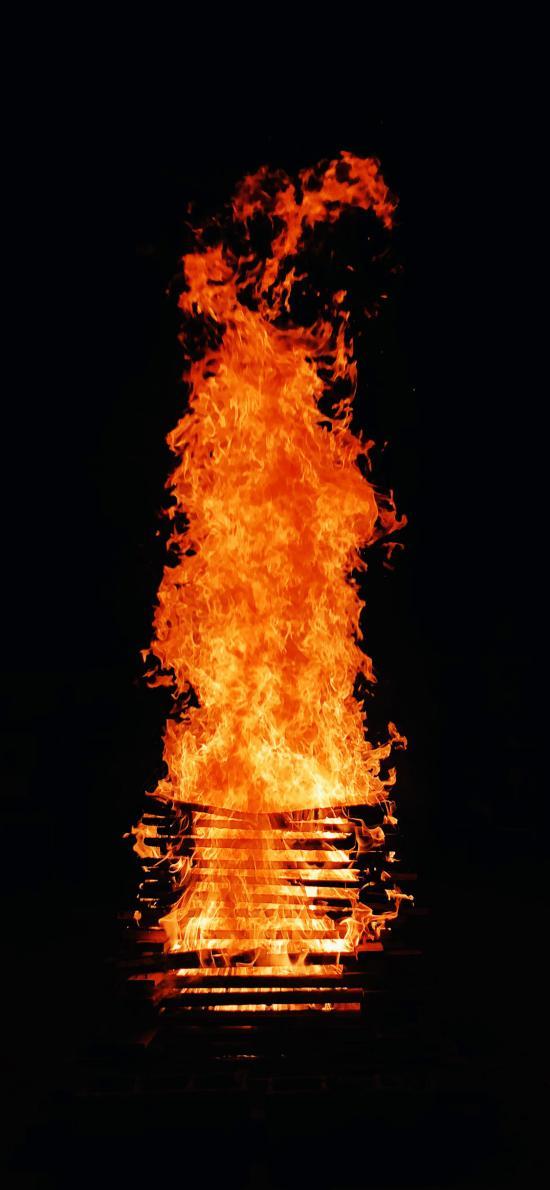 篝火 燃烧 木柴 堆积