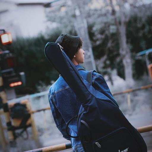 王俊凯 tfboys 歌手 演员 明星 吉他 背影