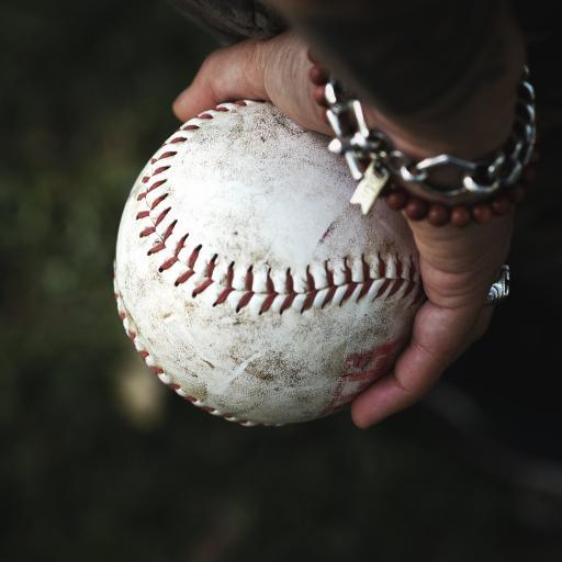 棒球 手 握住 运动 缝纫线