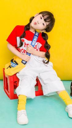 小女孩 儿童 时装 童模 色彩 欢乐 嘟嘴
