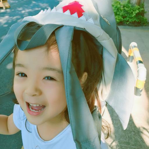 哈琳 小女孩 可爱 萌 儿童 书包