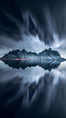 山 倒影 对称 云