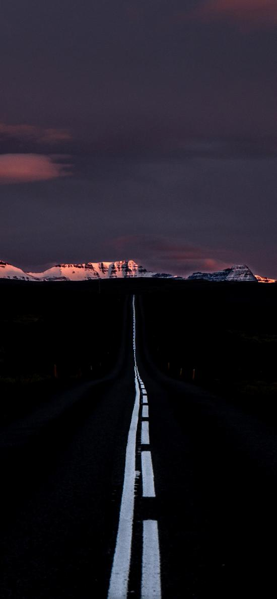 道路 遠景 山峰 傍晚