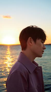 朱一龙 演员 明星 艺人 侧颜 海边