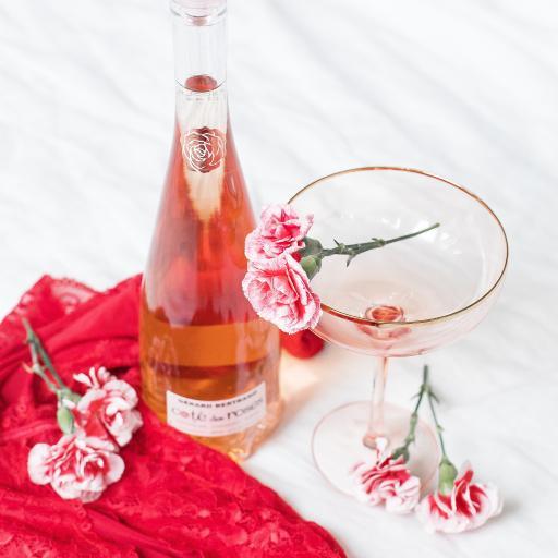 果酒 酒杯 康乃馨 鲜花