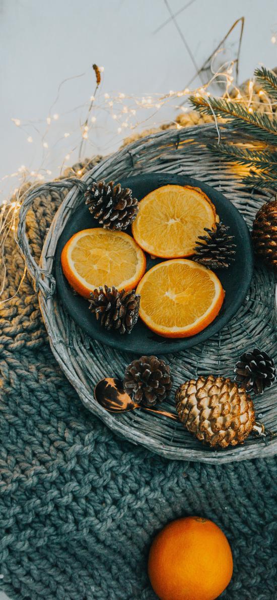 果盘 橙 松果 灯光