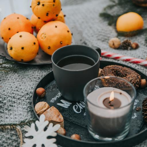 烛火 咖啡 橙 果盘 甜甜圈