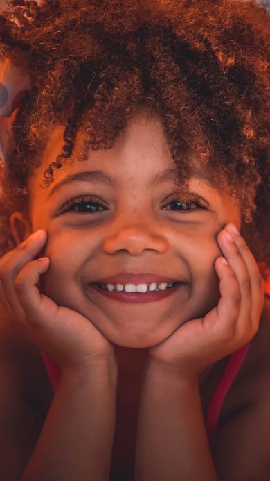 孩子 儿童 卷发 笑容