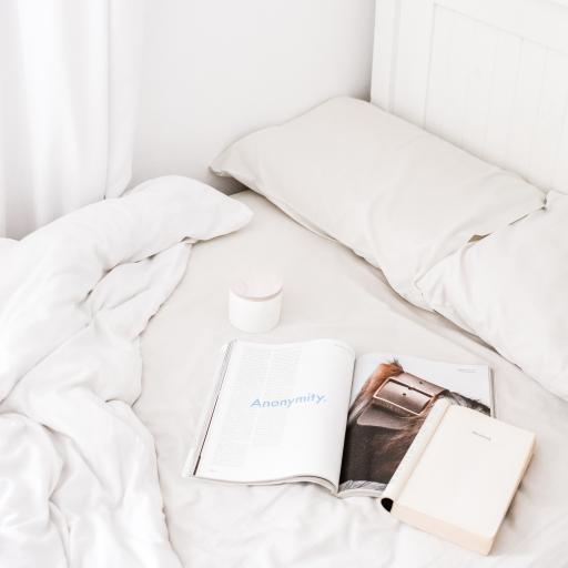 静物 床铺 书籍 杂志 杯子 枕头