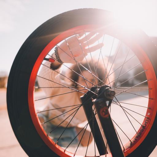人物背景 车胎 轮胎 单车