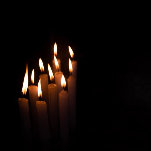 蜡烛 烛火  夜晚 燃烧