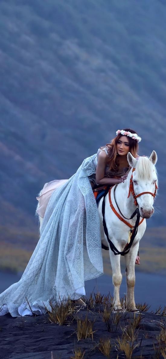 郊外 写真 美女 白马
