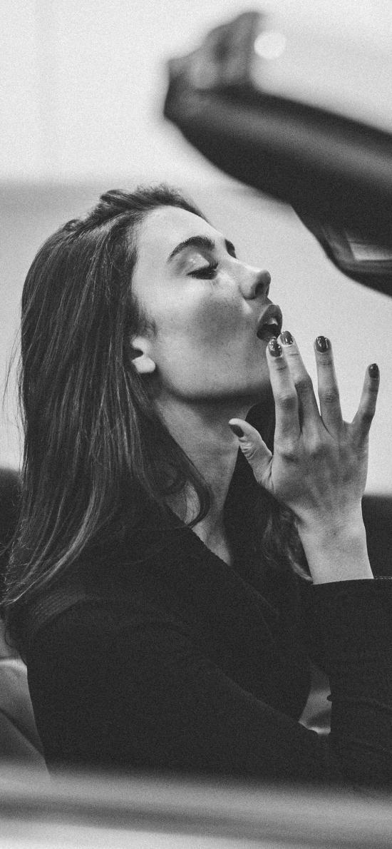 欧美美女 写真 补妆 汽车 黑白