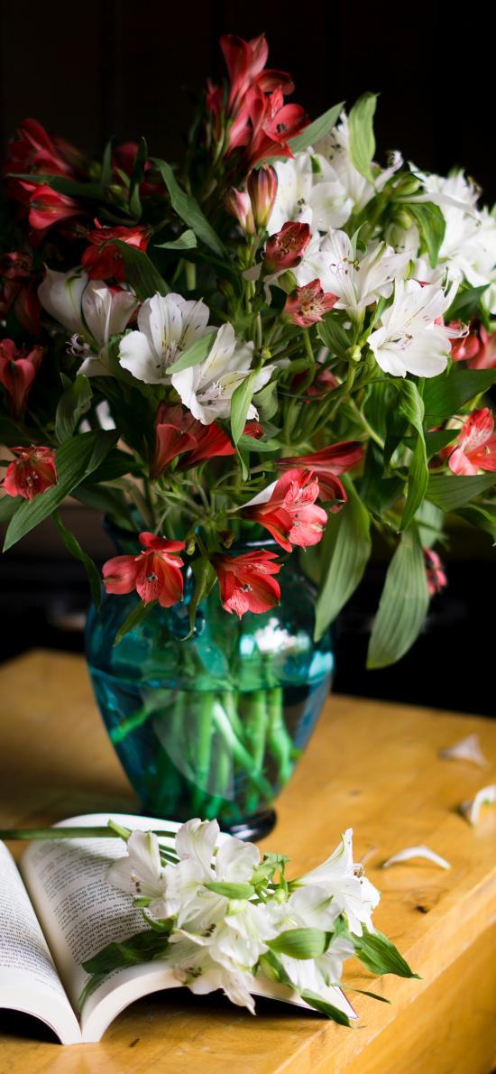鲜花 花束 花瓶 盛开 枝叶